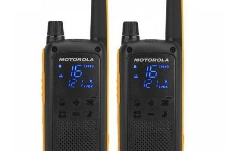 Motorola T82 Extreme Two Ray Walk Talkies - Twin Pack